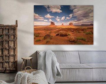 Mooie wolken boven Monument Valley van Edwin Mooijaart