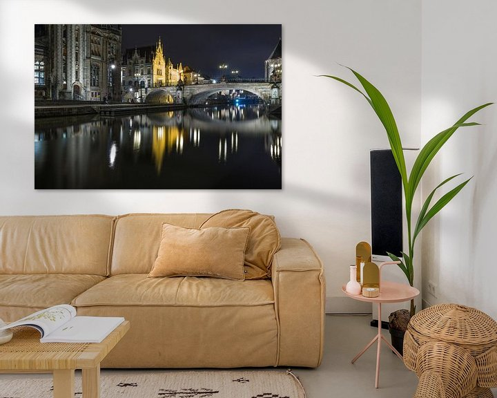Sfeerimpressie: De reflectie van de Sint Michielsbrug in de Leie in Gent van MS Fotografie | Marc van der Stelt
