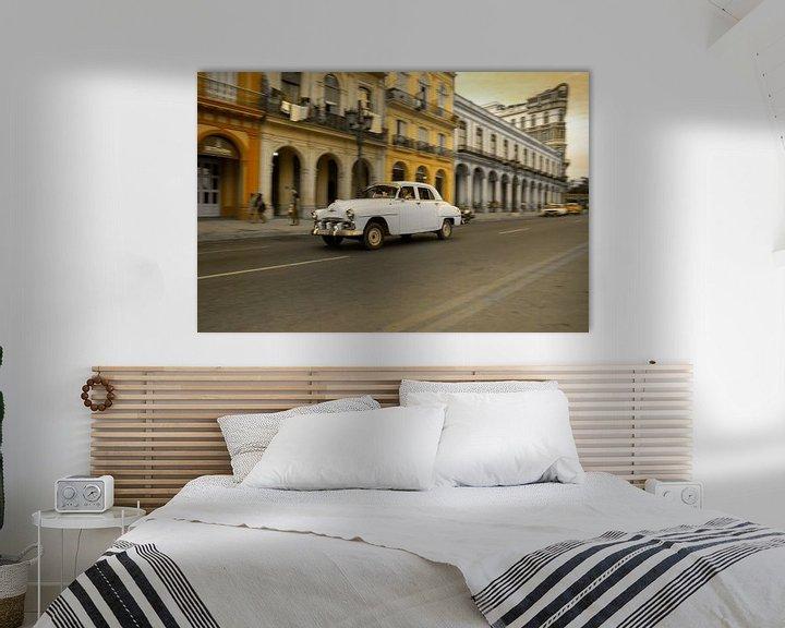 Sfeerimpressie: Oldtimer classic car in Cuba in het centrum van Havana. One2expose Wout kok Photography.  van Wout Kok