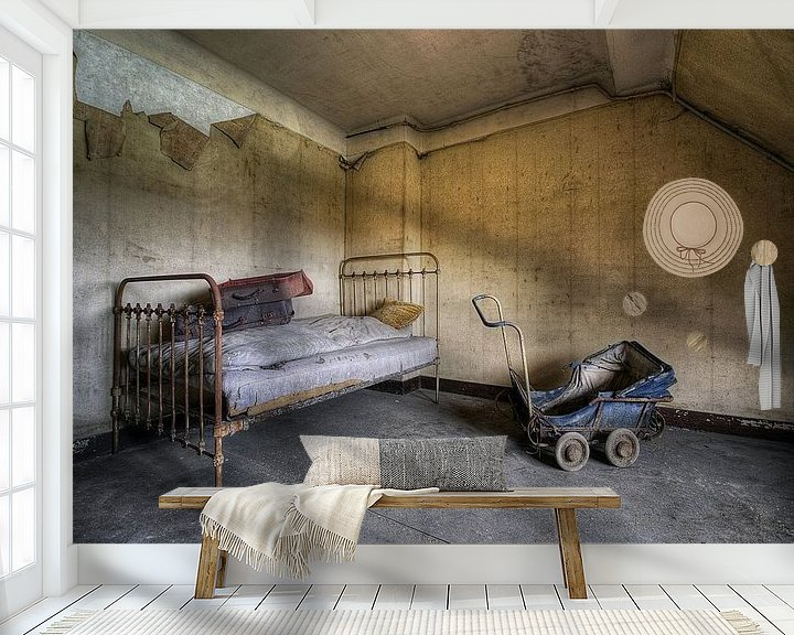 Beispiel fototapete: Urbex - bed en kinderwagen von Angelique Brunas