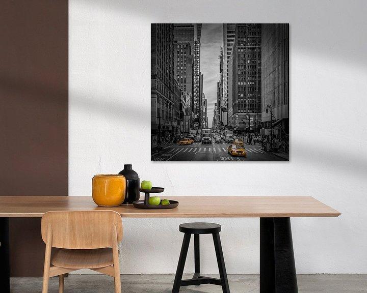 Sfeerimpressie: NEW YORK CITY verkeer op 7th Avenue van Melanie Viola