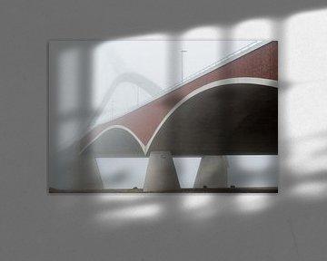 Detail van de brugconstructie van de De Oversteek in de mist von eusphotography