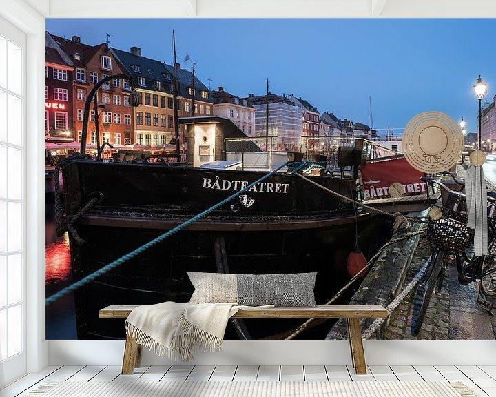 Sfeerimpressie behang: The Boat Theatre van Scott McQuaide