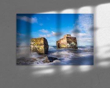 Bunker an der Küste der Ostsee an einem stürmischen Tag von Rico Ködder
