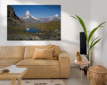 De Matterhorn spiegelend in de Riffelsee in het mooie Zwitserse landschap van Paul Wendels