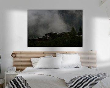 De Mist en avond valt in Blatten bei Naters Zwitserland