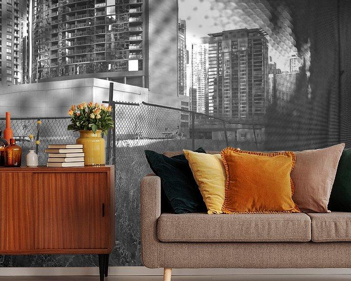 Sfeerimpressie behang: 'Hekwerk', Chicago van Martine Joanne