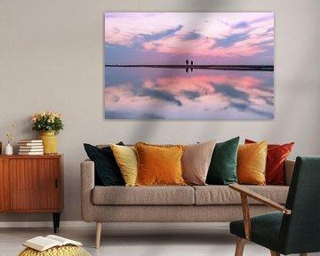 Zonsondergang met reflectie in een zwinnetje van Richard Steenvoorden