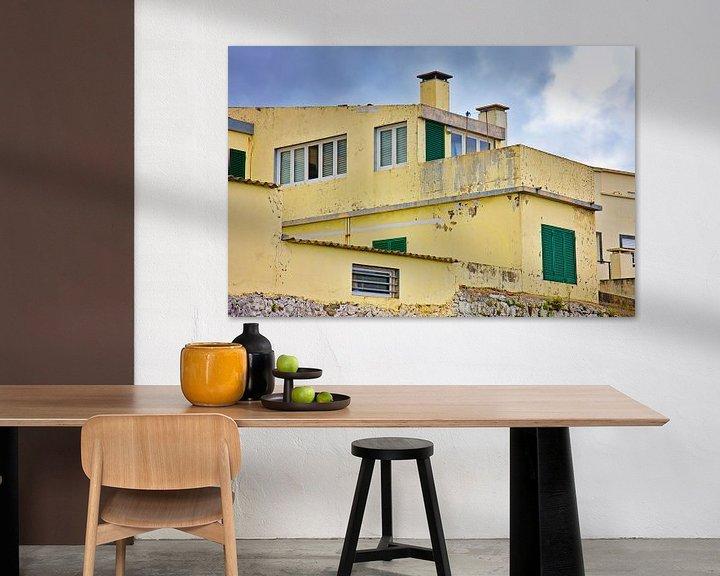 Impression: Gelb abgenutzt konkretes Haus sur Jan Brons