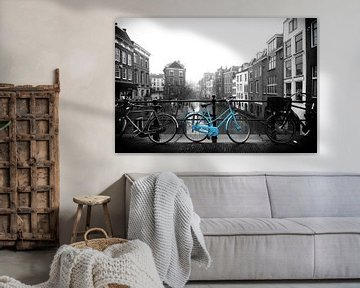 De blauwe fiets op de Maartensbrug in Utrecht