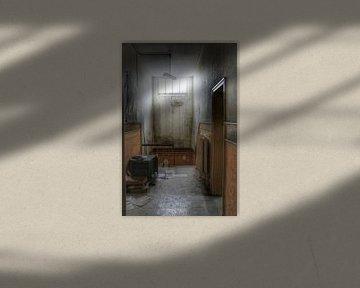 Enge gang in een verlaten gebouw von Melvin Meijer