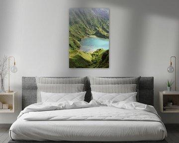 Blauw meer berghelling