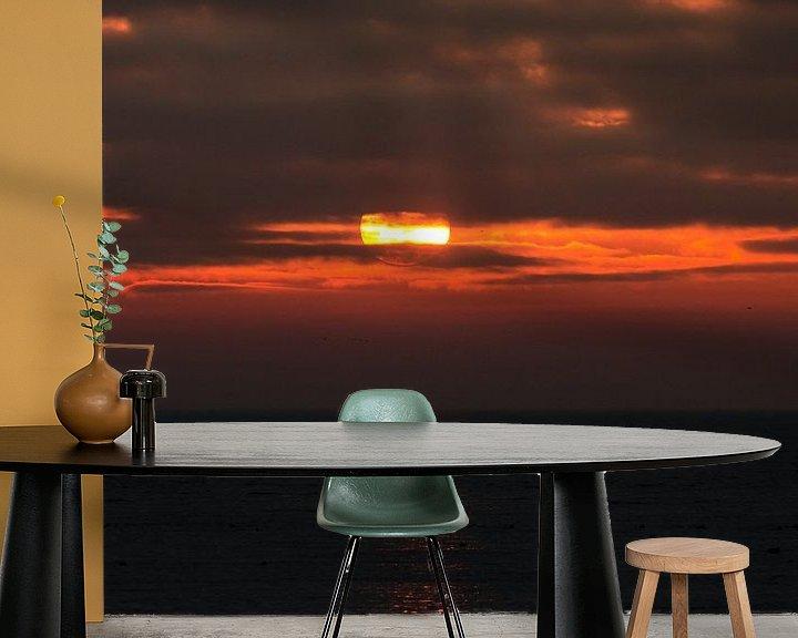 Sfeerimpressie behang: Zonsopkomst IJsselmeer van Erik van Riessen