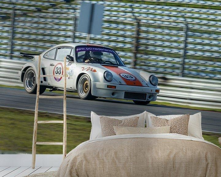Sfeerimpressie behang: Porsche 911 race  van Menno Schaefer