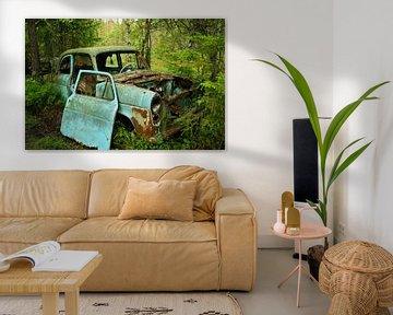 Autowrak in het bos van Kvinne Fotografie