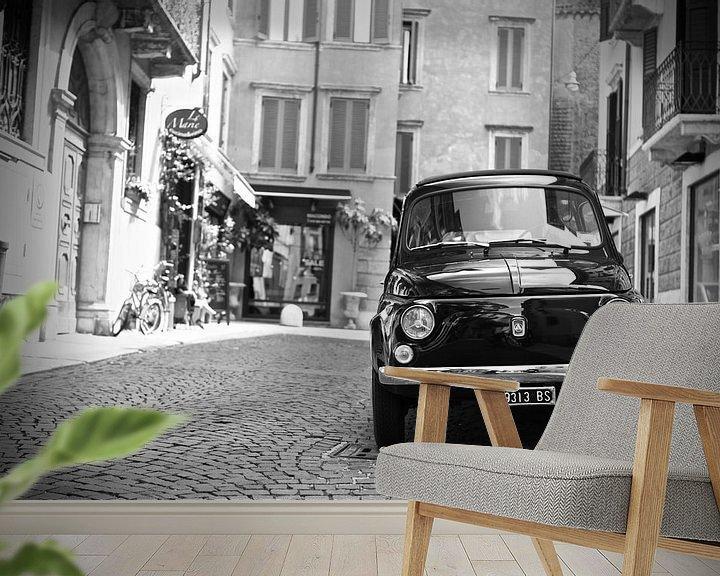 Sfeerimpressie behang: Vintage Fiat 500 oldtimer in Verona -Italië van Jasper van de Gein Photography
