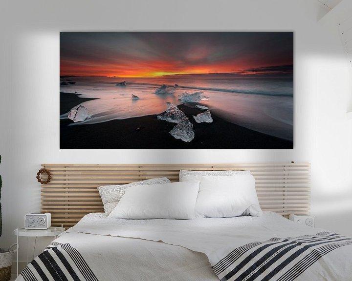 Sfeerimpressie: Jokulsarlon Beach Zonsopkomst van Monique Pouwels