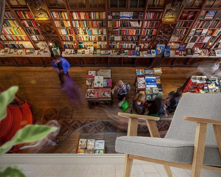 Sfeerimpressie behang: Livario Lello boekenwinkel in Porto, Portugal van Timo  Kester