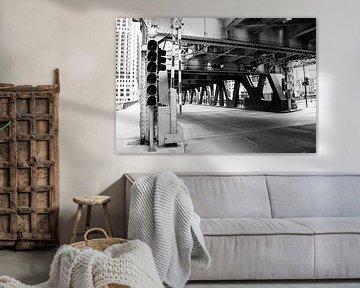 Toegang tot een brug over de Chicago rivier van Bert Broer