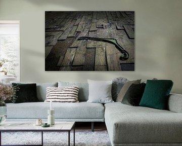 Kledinghaak op de vloer von Emiel Koopman