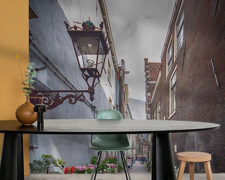 Sfeerimpressie behang: Enge Kerksteeg Amsterdam van Foto Amsterdam / Peter Bartelings