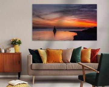 Oude meerpaal met zonsopkomst von Bram van Broekhoven
