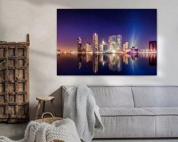 Rotterdam Skyline nachtopname met sterrensporen von Michiel Buijse