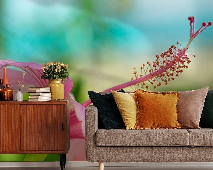 Sfeerimpressie behang: Hibiscus van Monique Simons