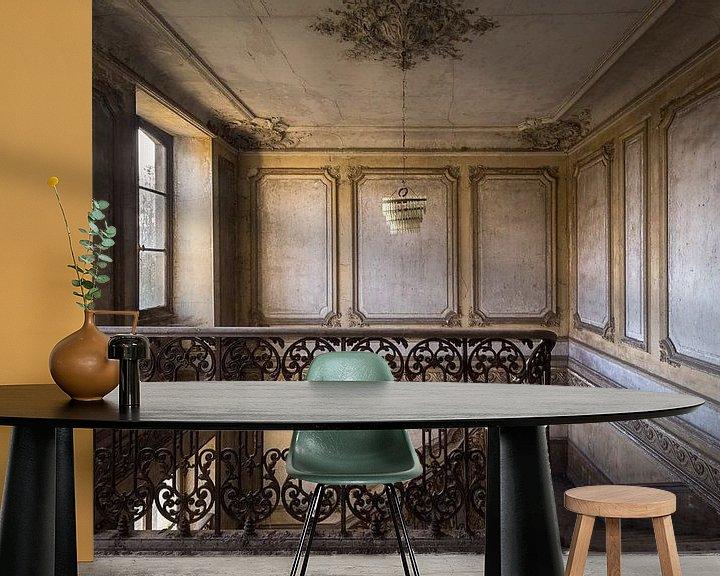Sfeerimpressie behang: Verlaten Trap in Kasteel. van Roman Robroek