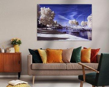De aanloophaven met de ophaalbrug in Huizen *infrarood opname  von Vincent Snoek