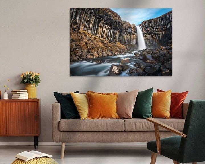 Sfeerimpressie: Svartifoss, de zwarte waterval in zuid IJsland van Gerry van Roosmalen