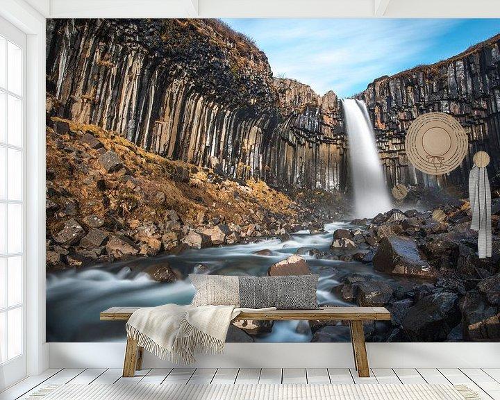 Sfeerimpressie behang: Svartifoss, de zwarte waterval in zuid IJsland van Gerry van Roosmalen