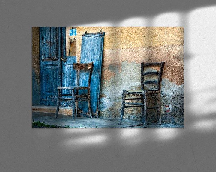 Sfeerimpressie: Blauwe Stoelen van Karen Havenaar