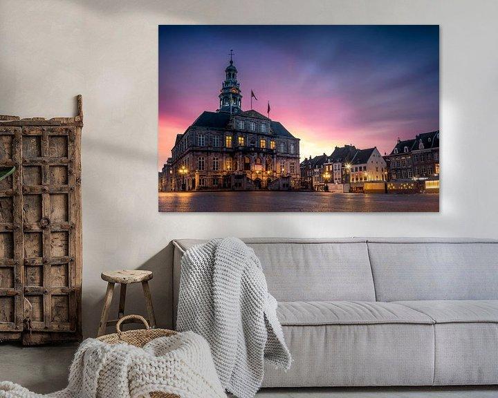 Sfeerimpressie: Markt, stadhuis Maastricht tijdens zonsopkomst van Geert Bollen