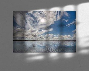 Wolkenschouwspel boven de Waddenzee nabij Holwerd van Harrie Muis