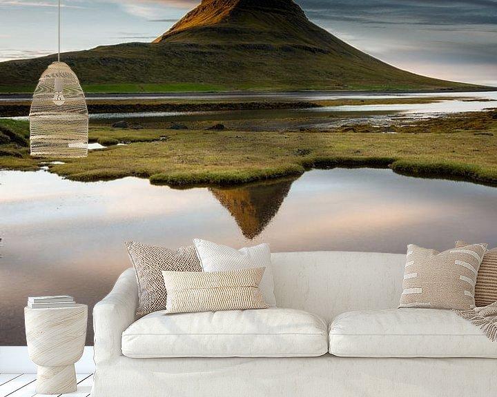Sfeerimpressie behang: Landschap Kirkjufell IJsland van Sander Grefte