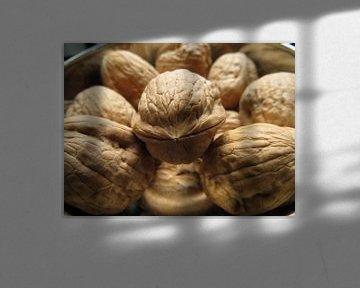 walnoten in schaal van Clementine aan de Stegge