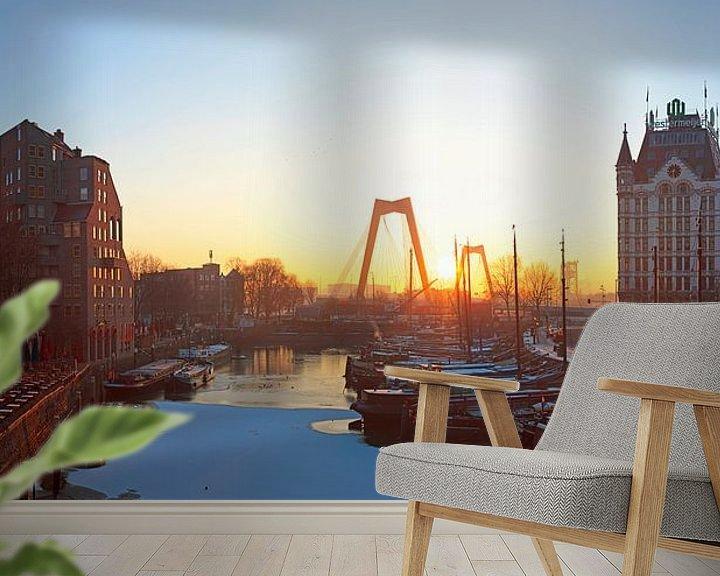 Sfeerimpressie behang: Zonsopkomst oude haven in de sneeuw te Rotterdam van Anton de Zeeuw