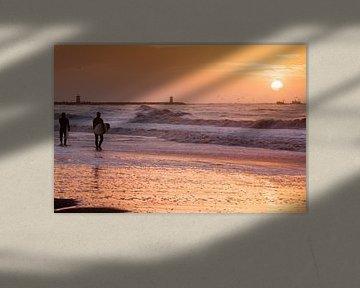 Checking out the waves van Bart Hageman