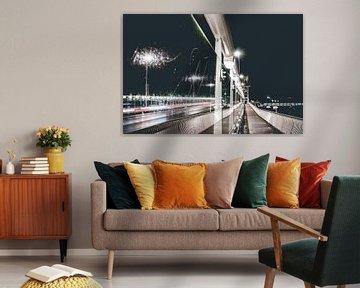Avond foto van Kampen en zijn moderne stadsbrug. van Fotografiecor .nl