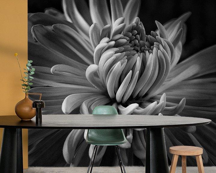 Sfeerimpressie behang: Faded Chrysant #8382 van Daan Overkleeft