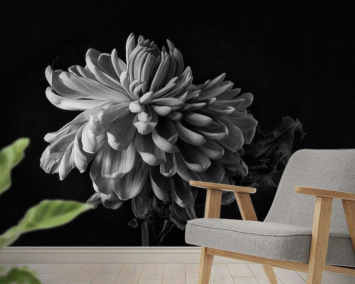 Sfeerimpressie behang: Faded Chrysant #8359 van Daan Overkleeft