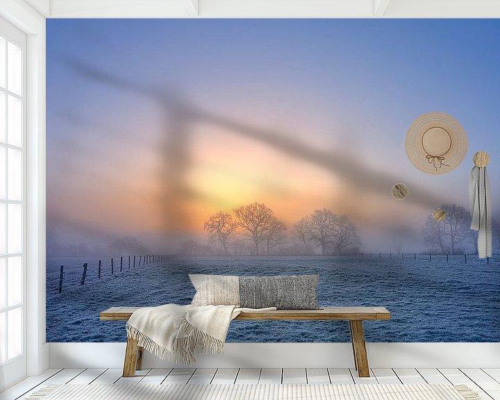 Sfeerimpressie behang: Winterlandschap met bomen tijdens zonsopkomst van Peter Bolman