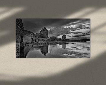 Eilean Don Castle in Dornie Scotland von Peter Bolman