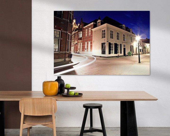 Sfeerimpressie: Clarastraat van 's-Hertogenbosch avonds tijdens het blauwe uur van Jasper van de Gein Photography