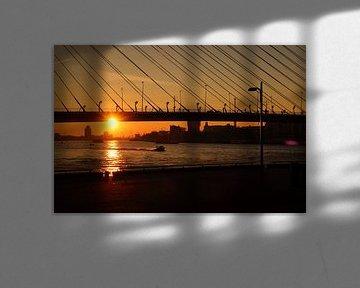 Zonsondergang Rotterdam Erasmusbrug von Jordi Woerts