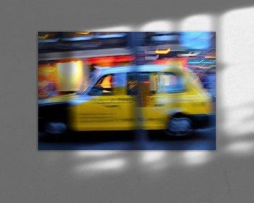 Schotland, taxi's in Edinborough van Marian Klerx