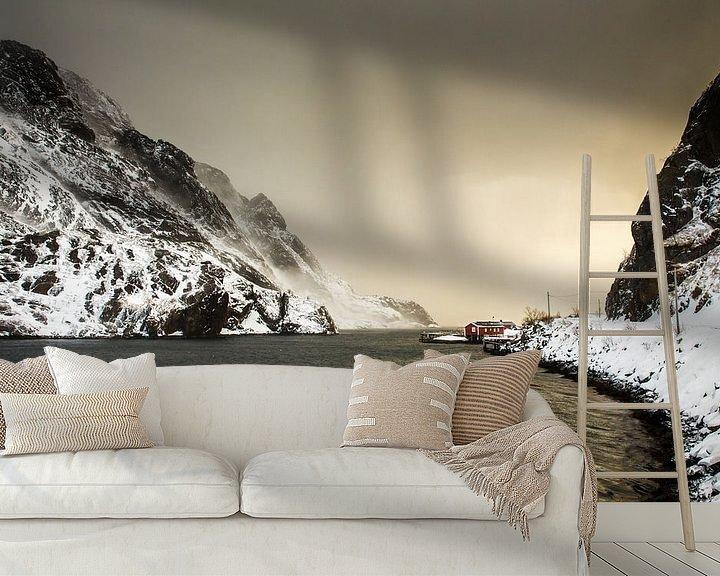 Sfeerimpressie behang: Rorbu in Nusfjord van Nando Harmsen