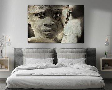 Mixed art portret van Afrikaans kind in sepia von Heleen van de Ven