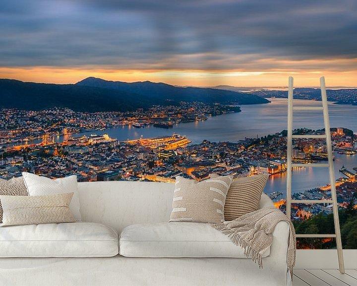 Sfeerimpressie behang: Zonsondergang Bergen, Noorwegen van Henk Meijer Photography